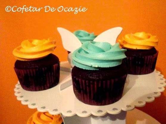 Cupcakes cu ciocolată şi cremă de vanilie