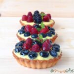 Minitarte cu fructe şi cremă de vanilie