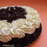 Tort cu ciocolata alba si neagra reteta