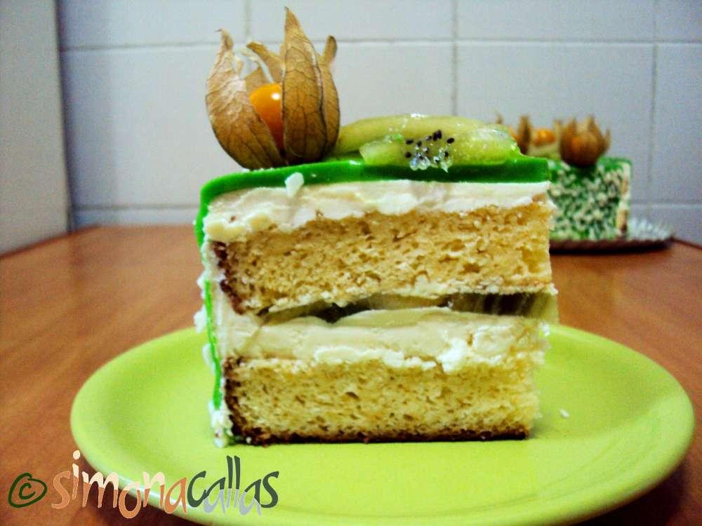 Tort Exotic Green cu fructe si ciocolata felie