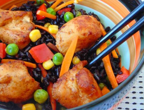 Piept de pui cu orez negru si legume