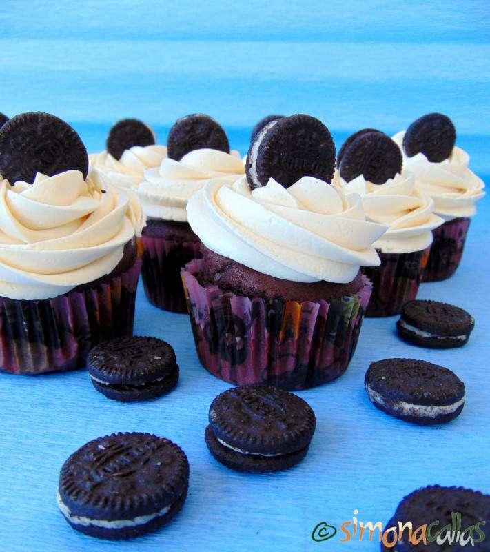 Cupcakes-de-ciocolata-cu-Oreo-5