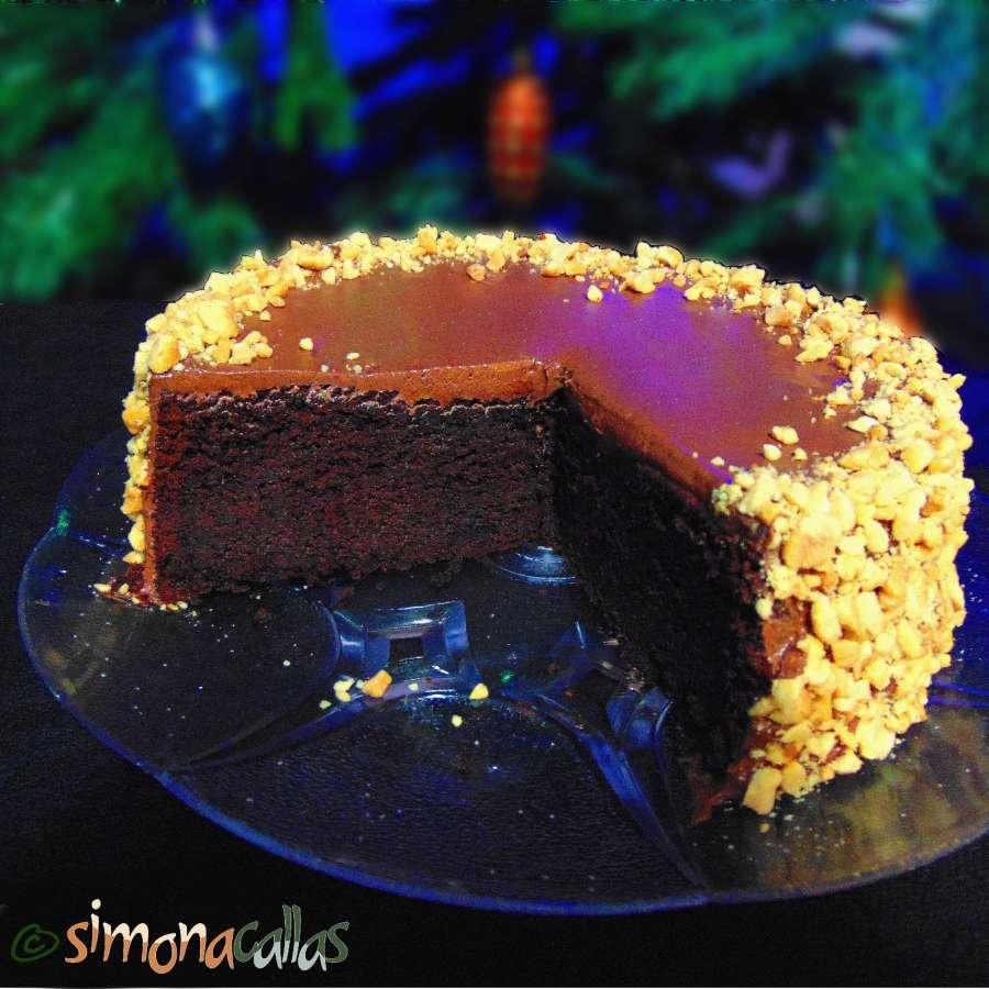 Tort simplu cu ciocolata si alune