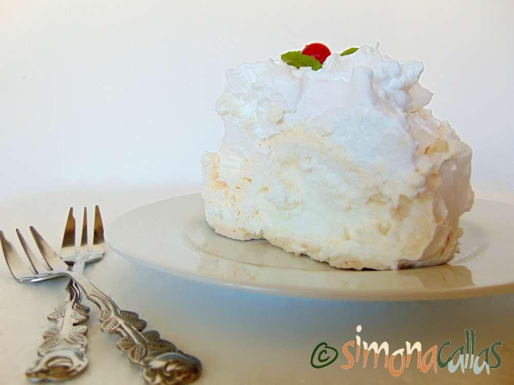 Coronita Pavlova Tort de bezea cu frisca