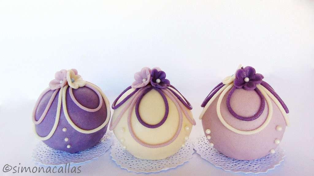 Mini torturi sferice cu visine si ciocolata 4