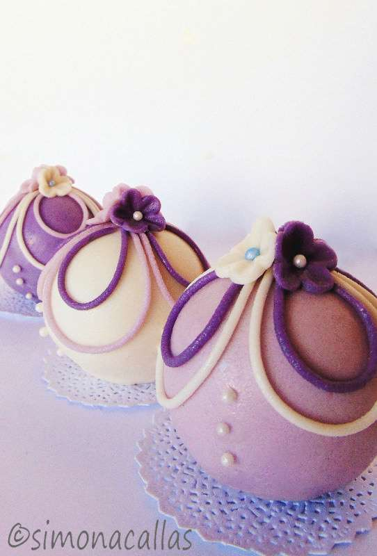 Tort-sferic-Bauble-cake-3