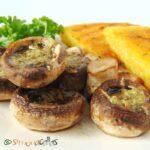 Ciuperci cu sos de usturoi si mamaliga