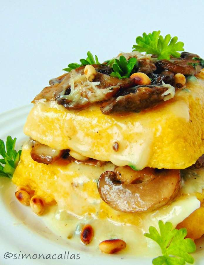 Mămăligă cu ciuperci şi gorgonzola