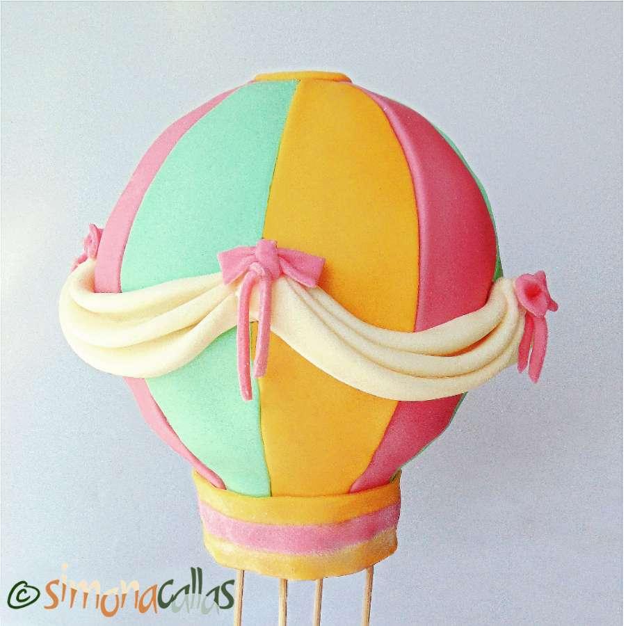 Tort balon cu aer din ciocolata fructe padure