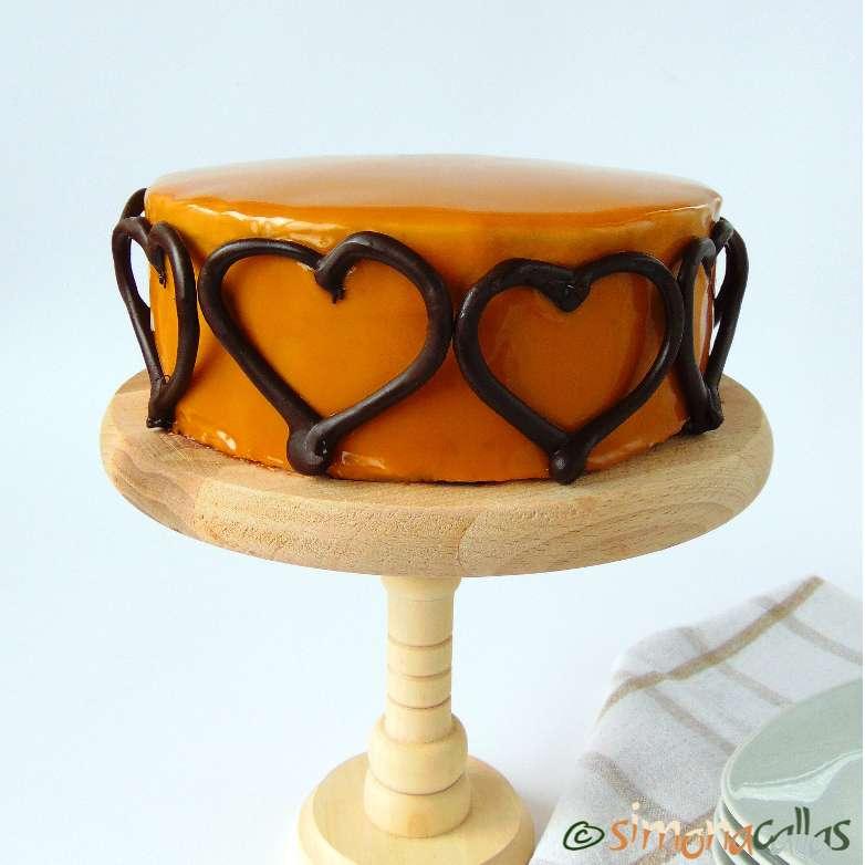 Tort cu ciocolata si caramel gratios si delicios