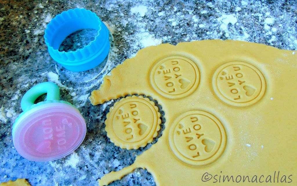 Biscuiti imprimati cu unt de arahide c