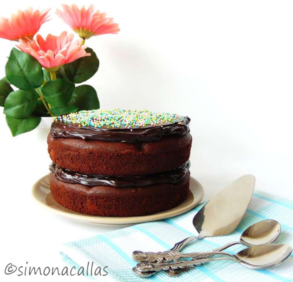 Polka-Dot-Cake-1-simonacallas.com