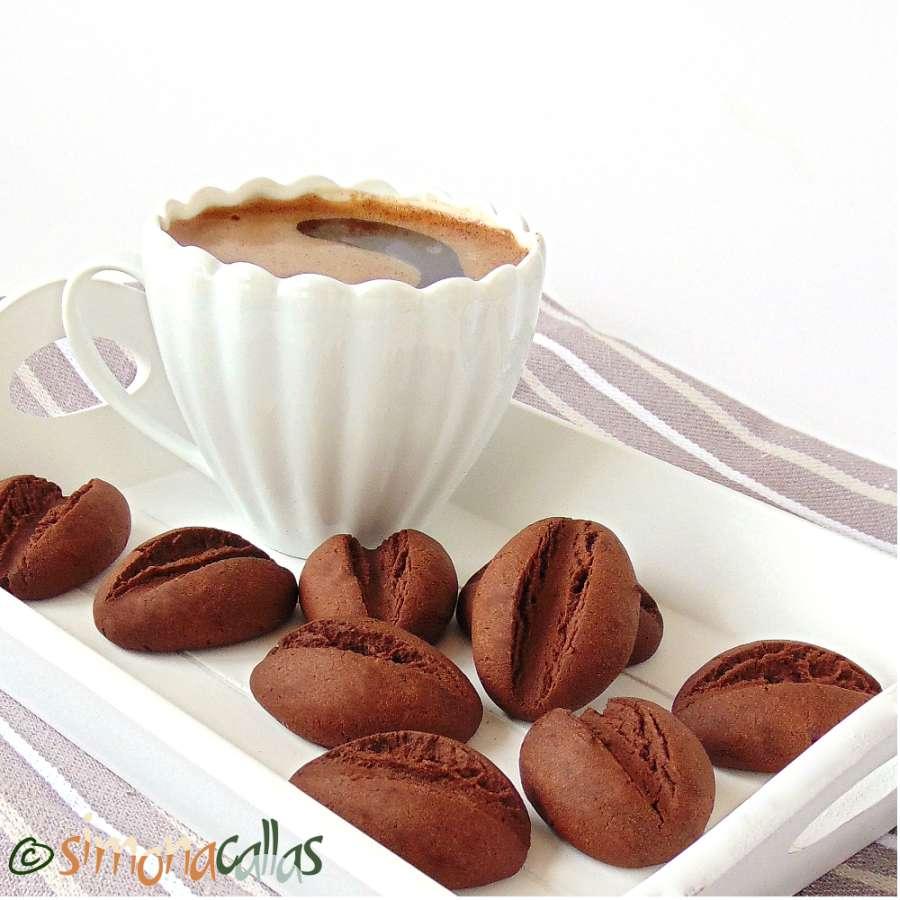Fursecuri boabe de cafea biscuiti cacao ciocolata
