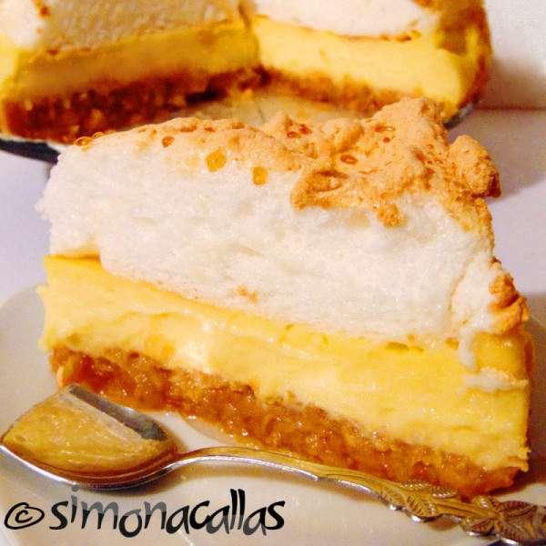 Apple Custard Meringue Dessert – an old Romanian recipe