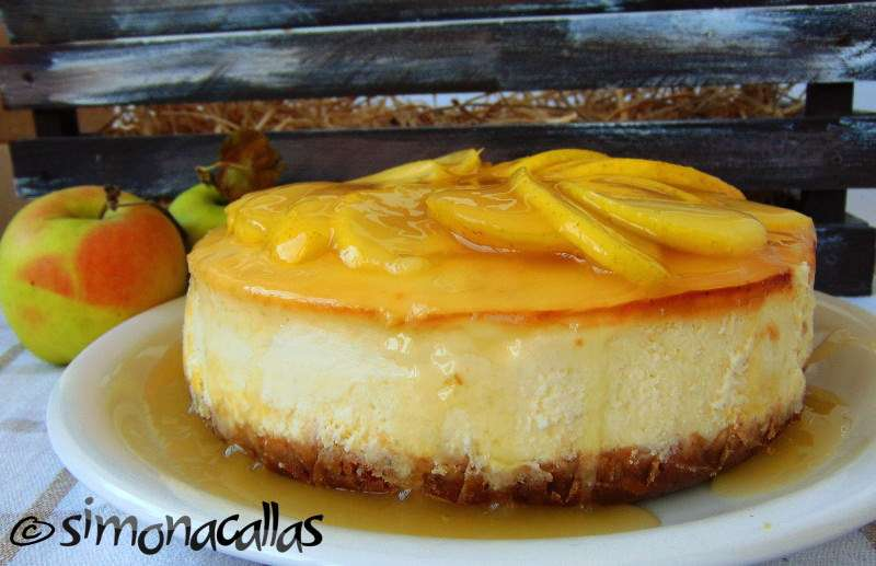 Cheesecake-cu-sos-de-mere-2