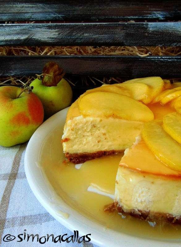 Cheesecake-cu-sos-de-mere-3