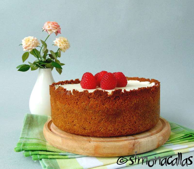 Cheesecake-cu-ciocolata-alba-si-zmeura-1