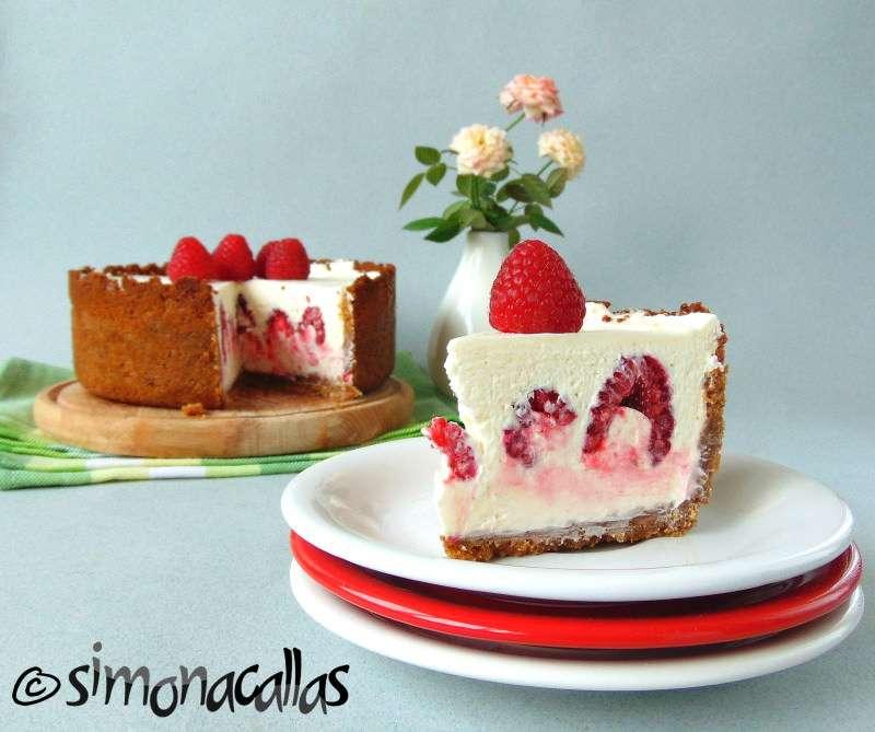 Cheesecake-cu-ciocolata-alba-si-zmeura-2