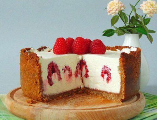 Cheesecake cu ciocolata alba si zmeura