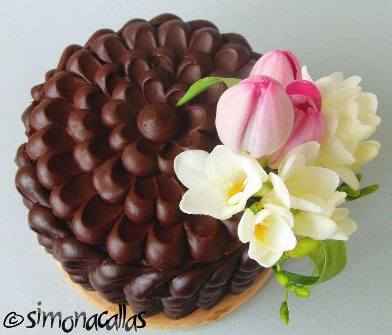 Tort-de-ciocolata-cu-interior-surpriza-3