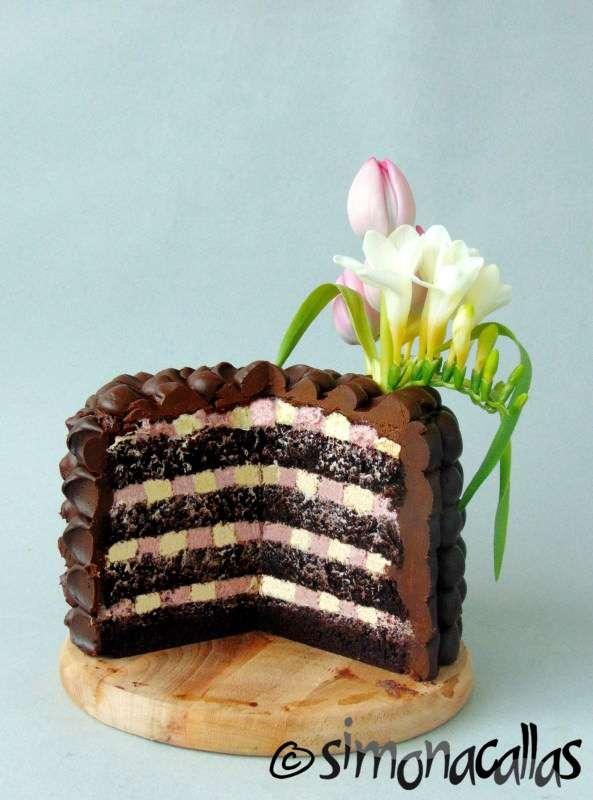 Tort-de-ciocolata-cu-interior-surpriza-4