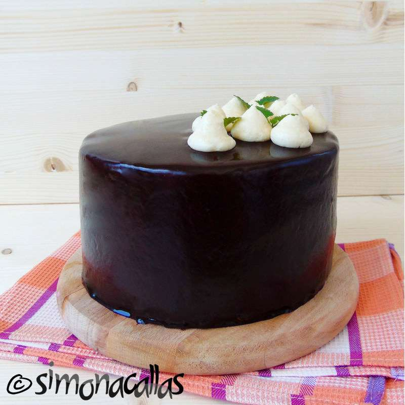 Tort de post cu caramel Tort vegan aniversar