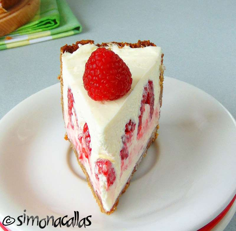 When ready, take the cheesecake out from the spring form, portion it ...