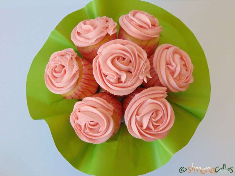 Cupcakes-In-The-Pink-with-Cherries-1