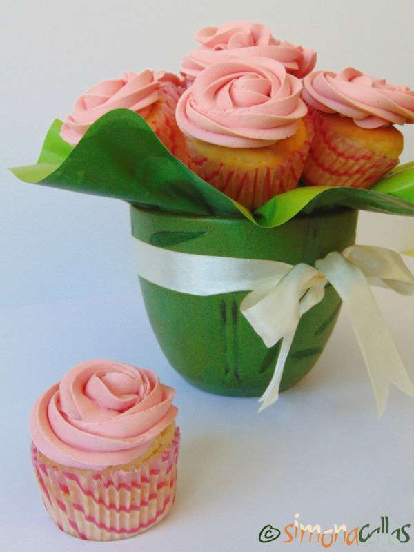Cupcakes-In-The-Pink-with-Cherries-2