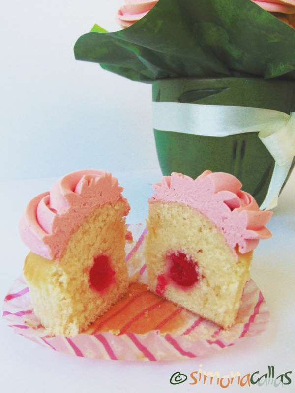 Cupcakes-In-The-Pink-with-Cherries-3
