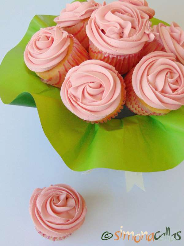 Cupcakes-In-The-Pink-with-Cherries-4