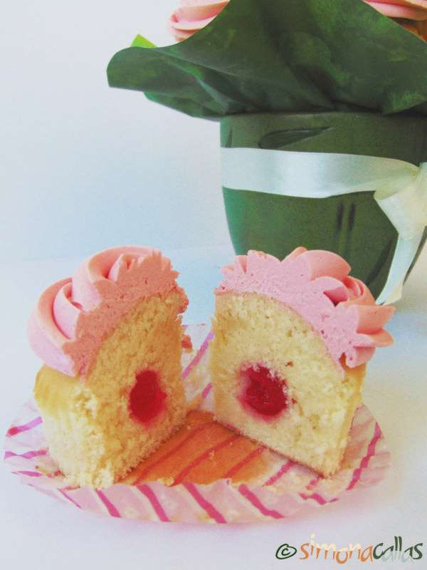 Cupcakes-In-The-Pink-with-Cherries-5