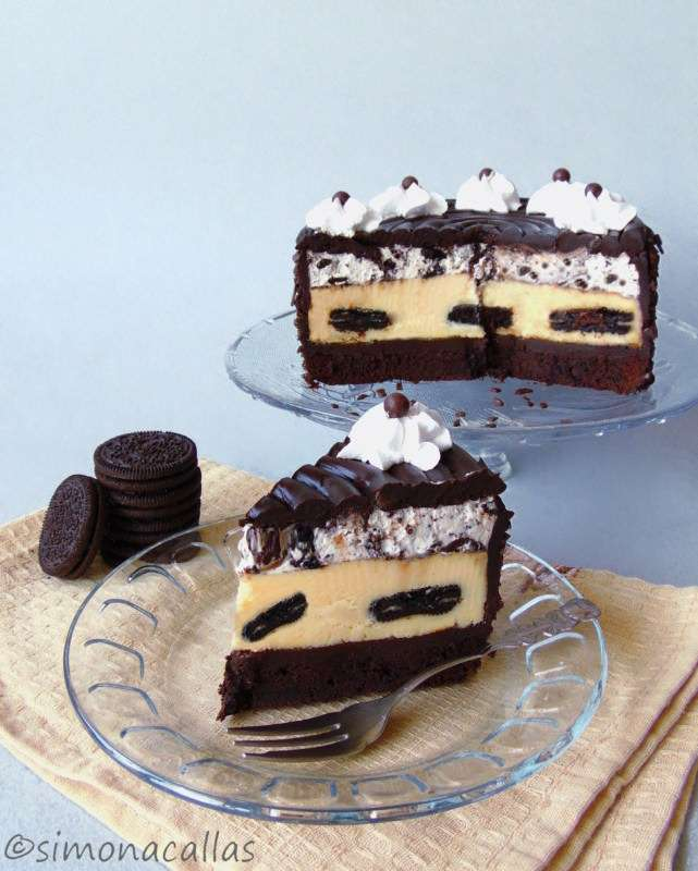 Oreo-Dream-Extreme-Cheesecake-simonacallas-2