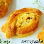 Plăcinte cu brânză bărcuţe – un aperitiv savuros