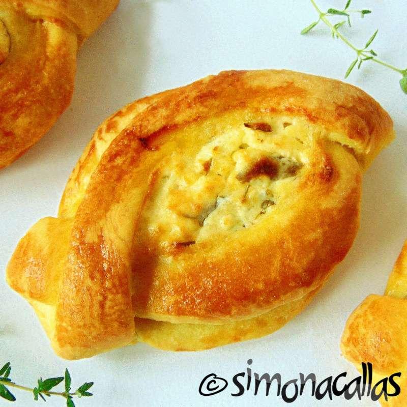 Plăcinte cu brânză bărcuţe