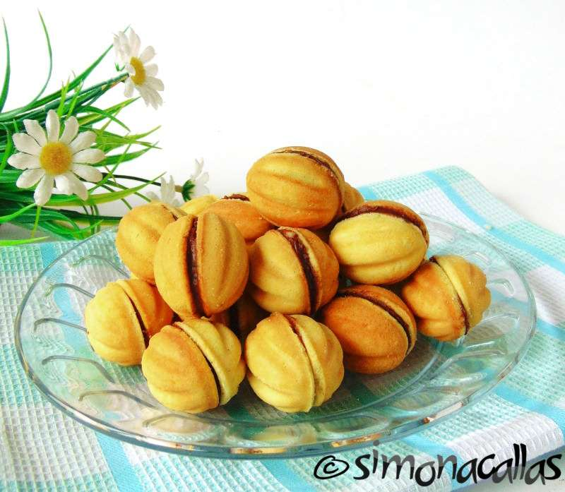 Walnut-Shaped-Cookies-with-Chocolate-Ganache-Filling-1