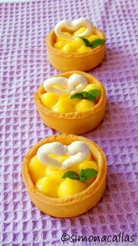 Lemon-Meringue-Tartlets-2