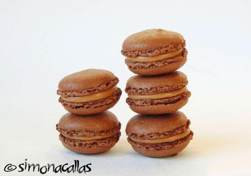 Chocolate-Macarons-1