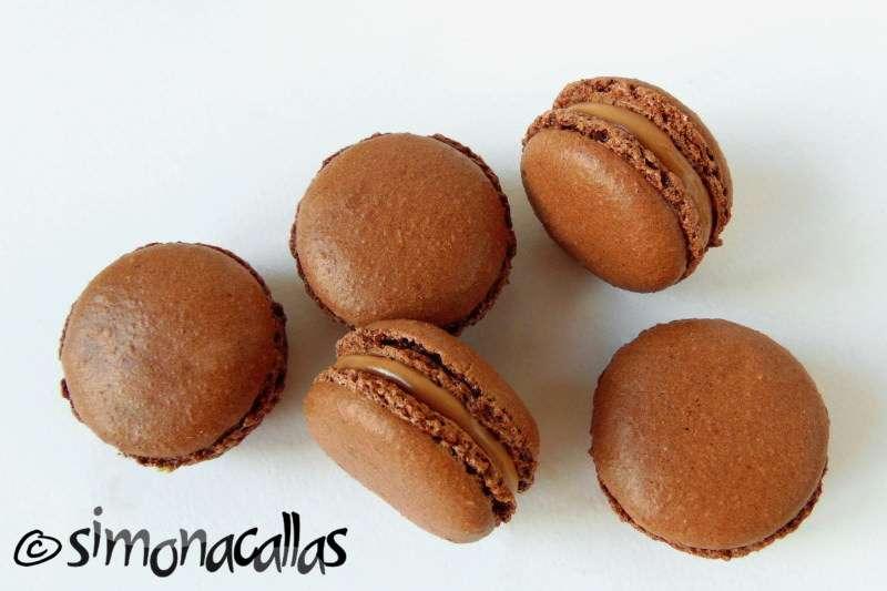 Chocolate-Macarons-2