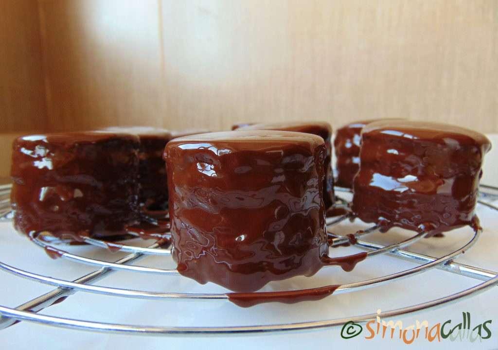 Mini prajituri cu ciocolata petit fours cu ciocolata prajitura excelent e