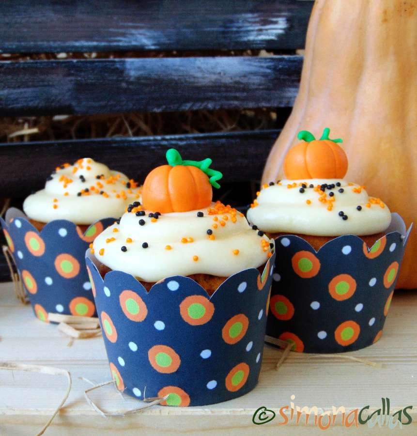 Pumpkin Cupcakes with Cream Cheese Frosting 2