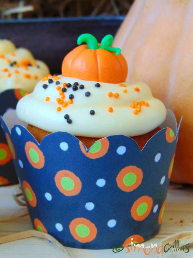 Pumpkin Cupcakes with Cream Cheese Frosting 4