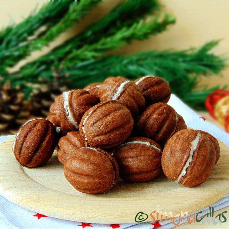 Nuci umplute cu ciocolata fragede si delicioase