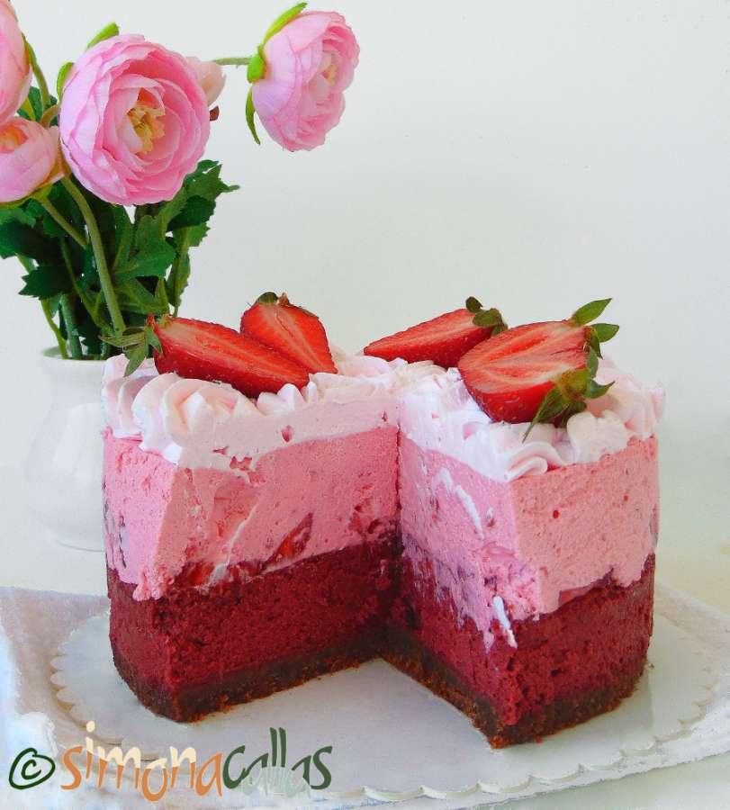 Red Velvet Cheesecake cu capsuni si ciocolata 2