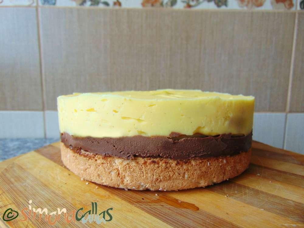 Tort cu cocos vanilie ciocolata si frisca