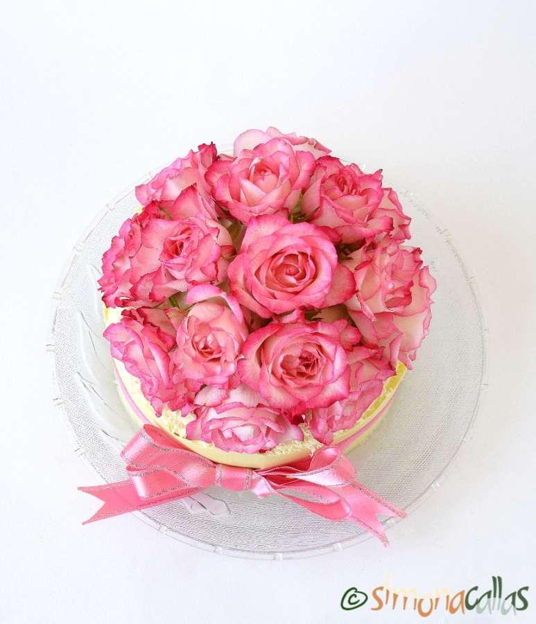 White Chocolate Strawberry Cake